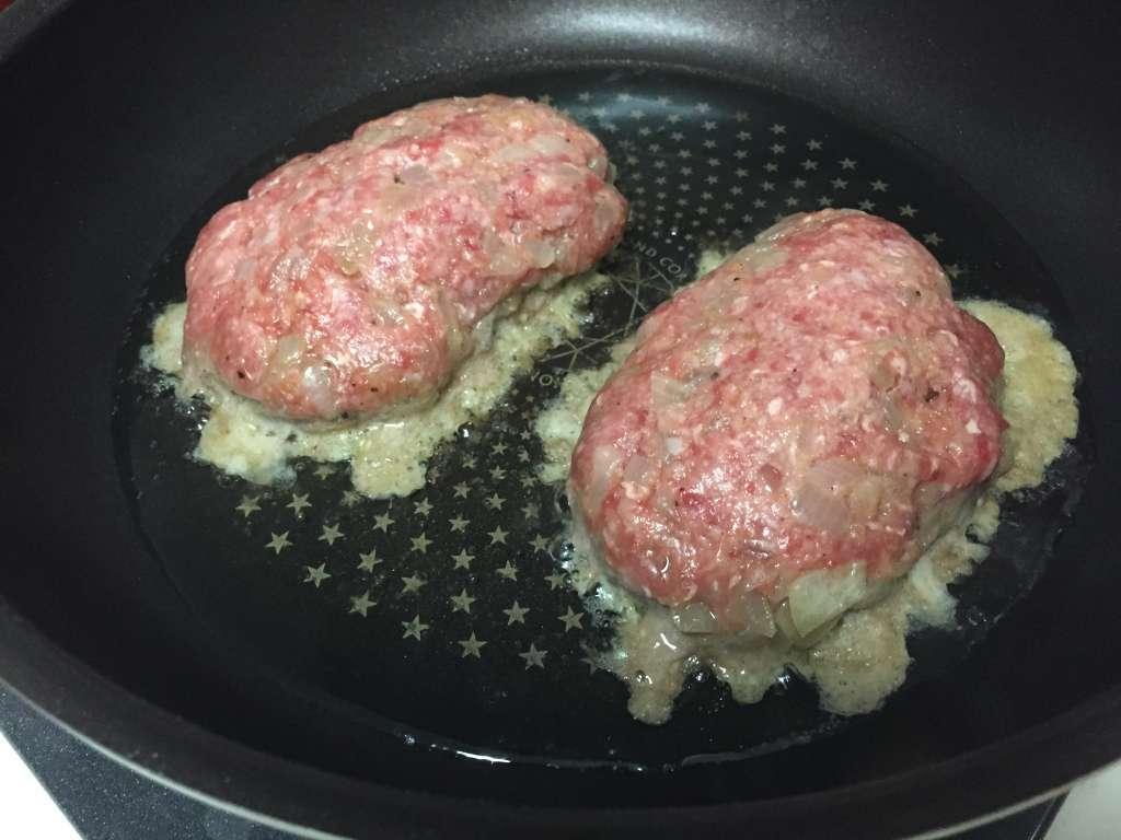 ハンバーグを美味しく作るコツ