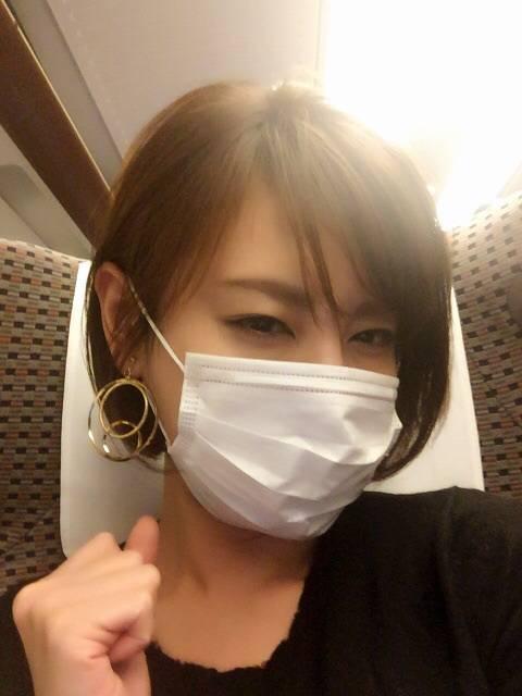 女子がハートマークで顔を隠す理由が暴かれる 女子「バラさないでほしかった!」