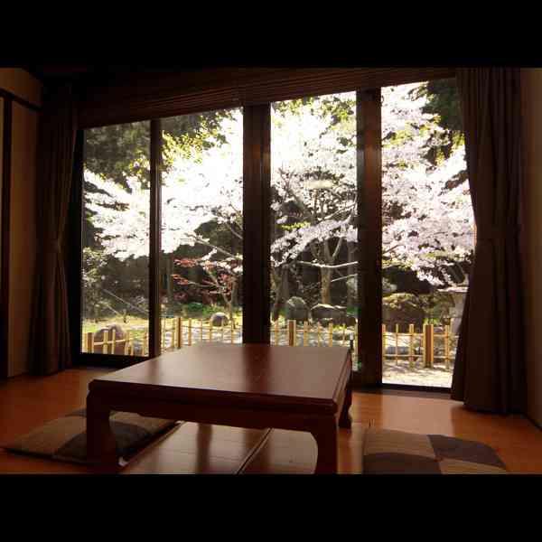 家の窓から見える景色