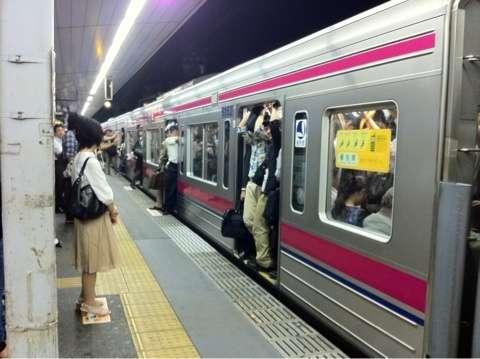 「発車時刻前なのに、なぜドアを閉めるんだ!」そのクレーム、勘違いです