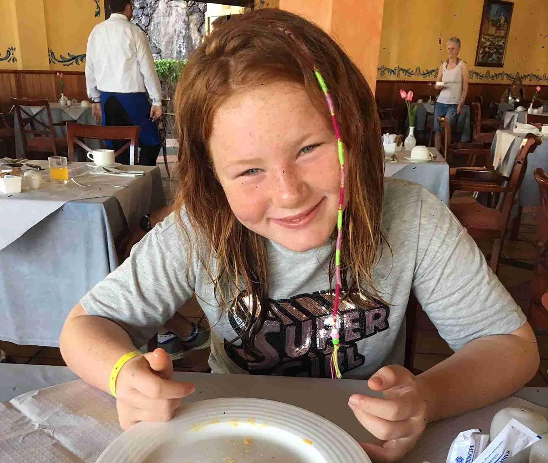 スタバのバリスタに「デブ」と書かれた11歳少女、大ショック(スコットランド)