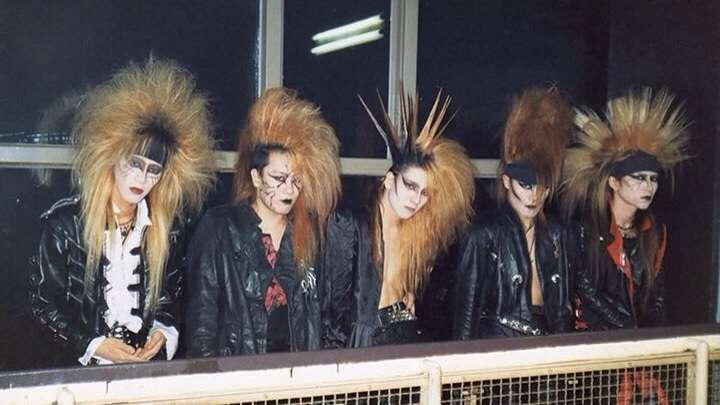X JAPAN 29年ぶりサイン会 当時は「タクシーに頭が入らなくて…」