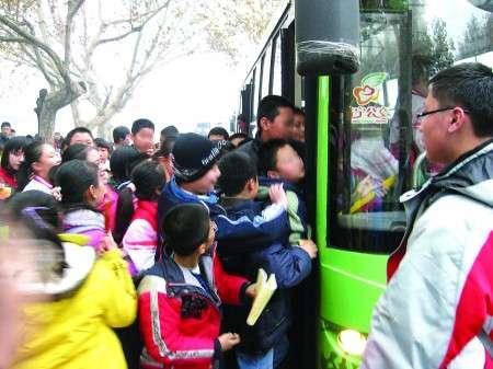 中国の小学校で試験の直前に一斉にトイレに殺到 児童2人死亡