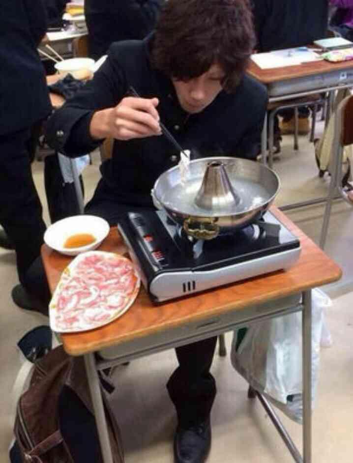 職場の人と鍋を食べれますか?