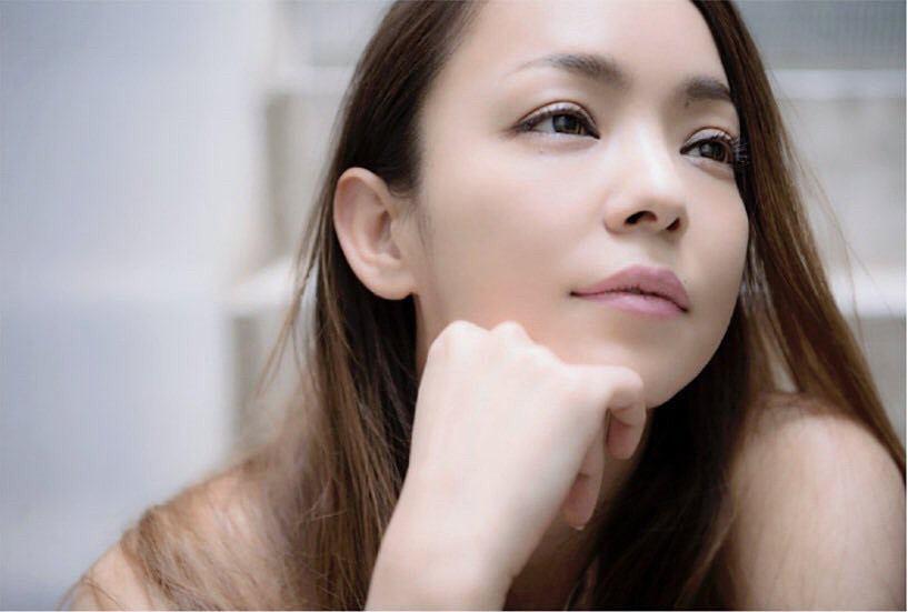 """安室奈美恵が""""グリコ""""ポーズ 各地の名物を表現するシリーズが好評"""