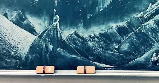 黒板アートすごい…! 学校の先生が卒業祝いに描いた「魔女の宅急便」がチョークとは思えない鮮やかさ
