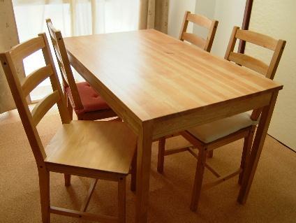 ダイニングテーブルのあれこれ