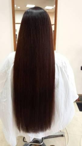 髪を頑張って伸ばしている人