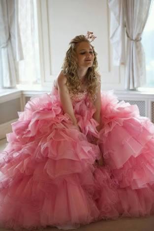 結婚式のお呼ばれドレス何色着ていますか?