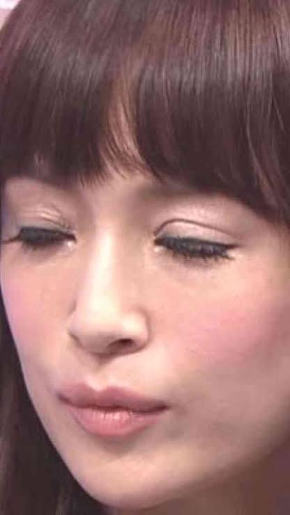 浜崎あゆみ、男性引き連れた「ブルゾンあゆみ」姿に反響 小顔っぷりに驚く声も