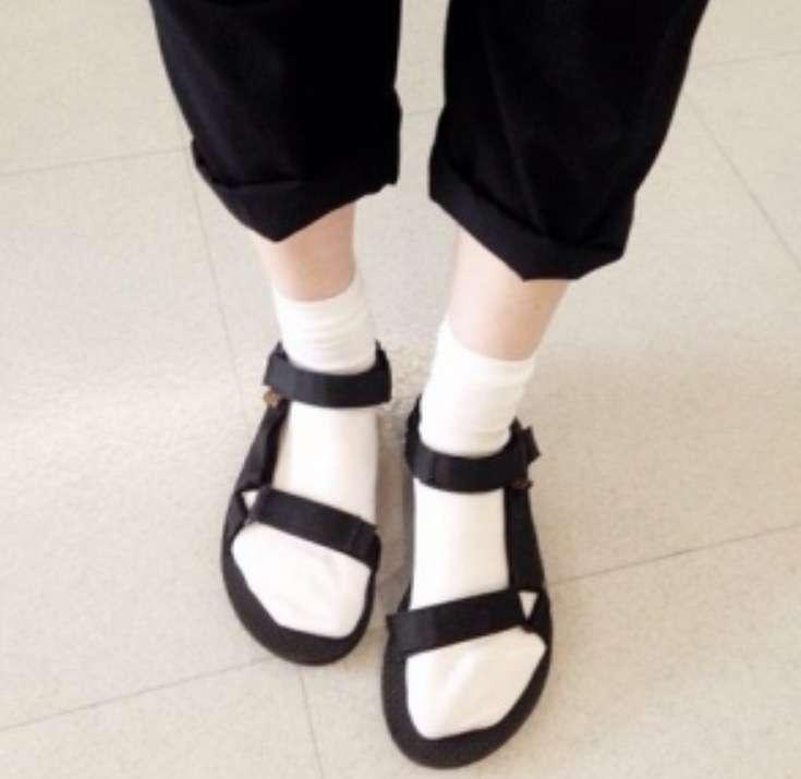 サンダル履いてますか。