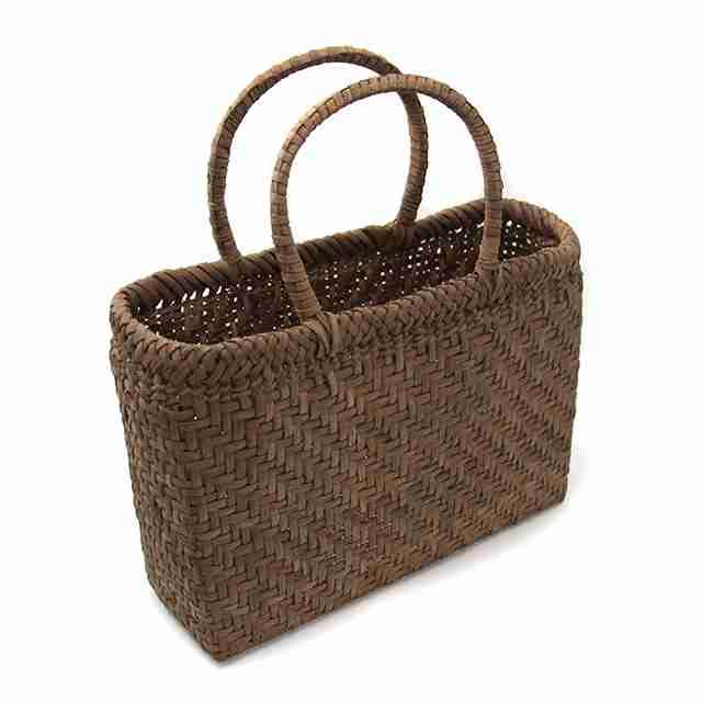 夏バッグ、どんなものを使いますか?