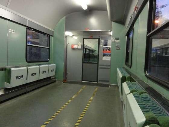 「座って通勤」より多くの人が可能に 通勤ラッシュを変える新型の鉄道座席、英で開発