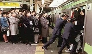 満員電車に乗ってる人!