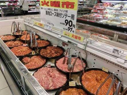 剥き出しの惣菜やパン、買いますか?