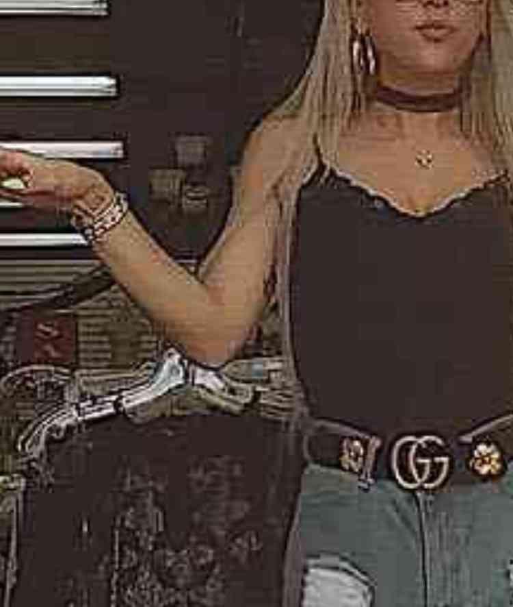 GENKINGの美脚が「マネキンよりも美脚」と視線集中!「マネキンになった方が服売れる」と絶賛の声