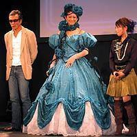 """西山茉希、山田優と""""自作""""ミニスカペアコーデで美脚全開「ふたりで着たかった」"""