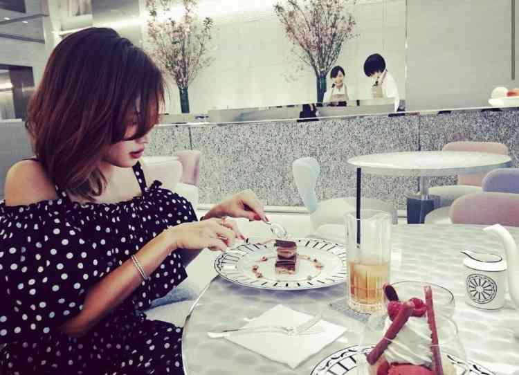 紗栄子、個性あふれるドレスで魅了 「MET GALA 2017」に登場