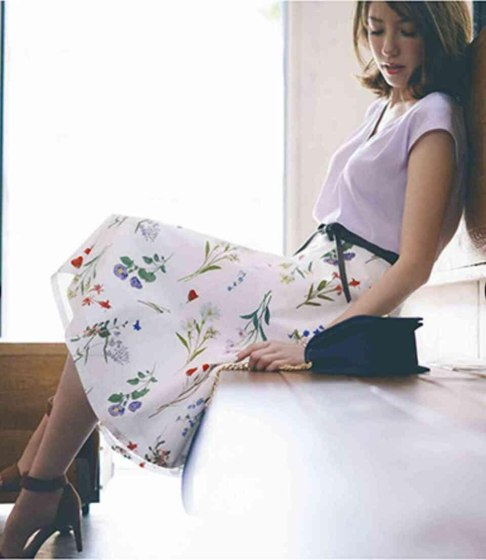 膝下スカートの夏のコーデ教えて。