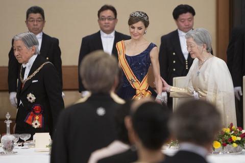 天皇陛下、体調不良で公務取りやめ