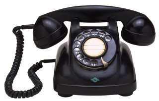 仕事で電話応対する人〜!