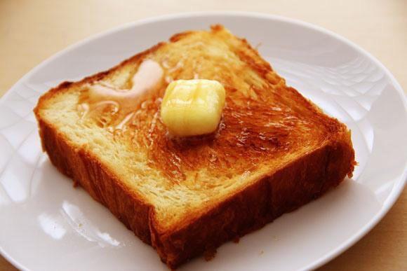 家でパンを焼く人