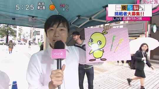 【画像】広島カープ主砲エルドレッド、雨の中「ママチャリにかっぱ」スタイルが可愛いと話題に
