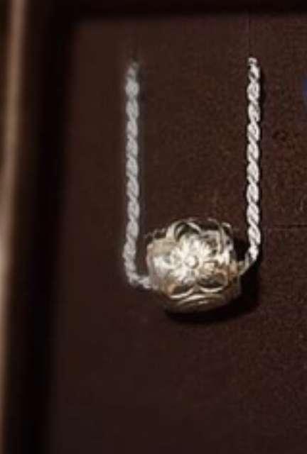 自分のお気に入りのネックレスを貼るトピ