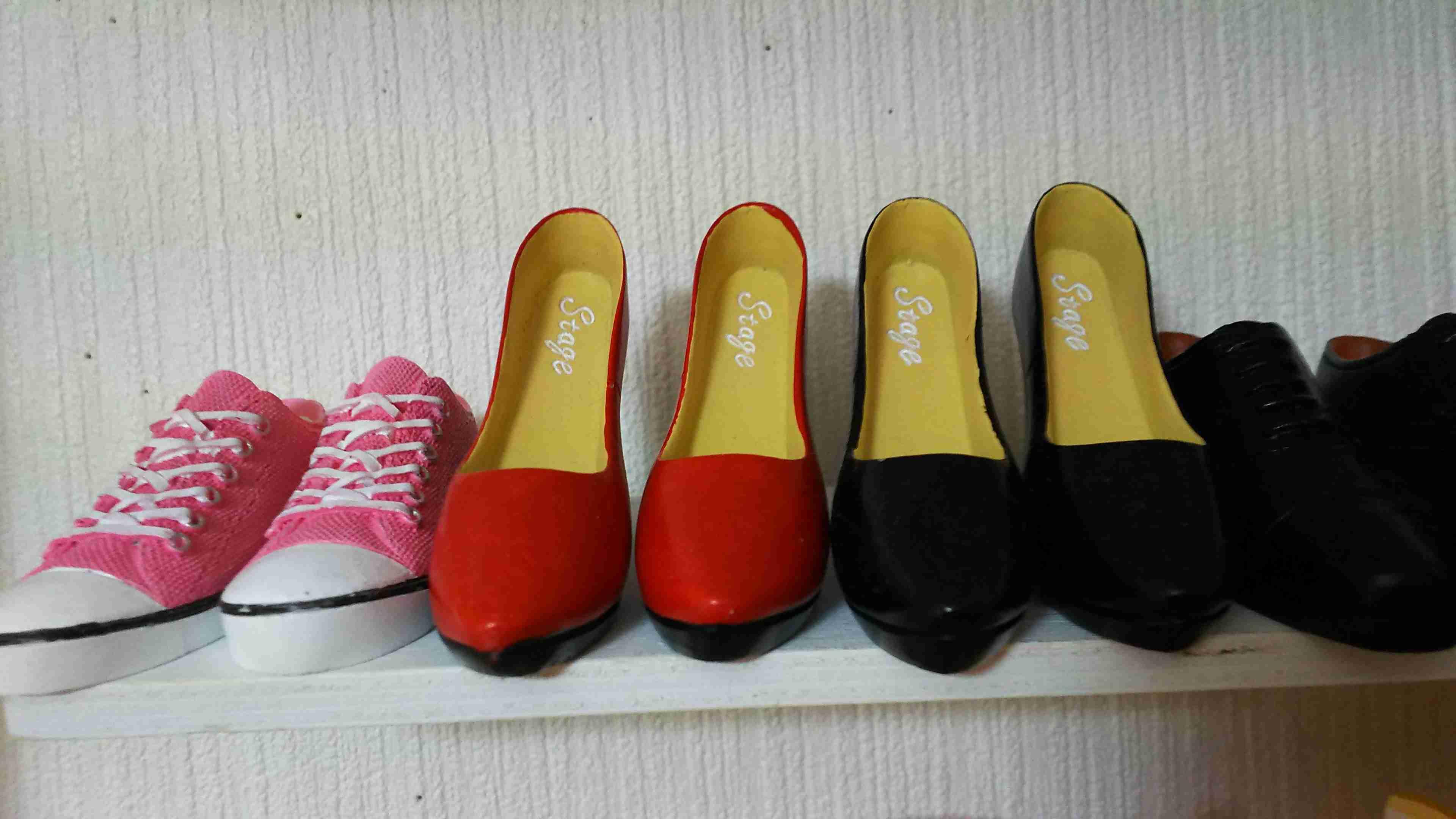 何色の靴を持ってますか?