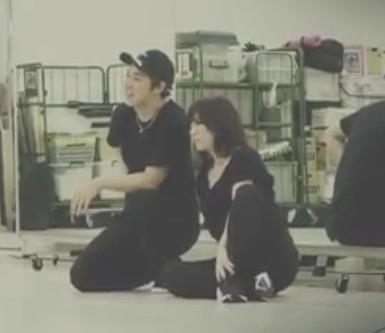 """浜崎あゆみ、""""願掛け""""で黒髪&髪の毛バッサリ"""