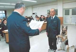 震える男児、深夜3時の発見 嘱託警察犬シータに感謝状