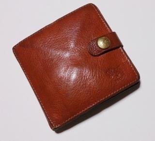 あえて二つ折り財布を使ってる方!