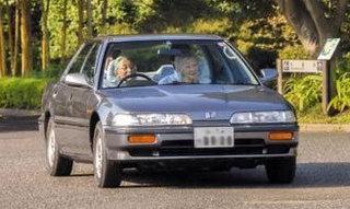 91歳でジャガーを運転するエリザベス女王が免許を持っていない理由