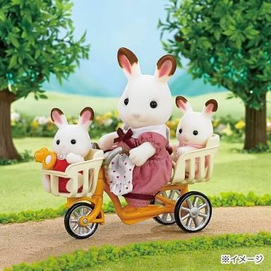 電動自転車に乗っているママさん!