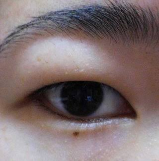 しじみ目のアイメイク