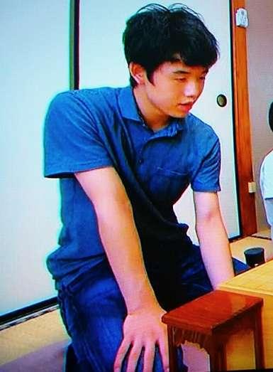 藤井四段あるかCM出演、ギャラは米倉涼子クラスの「5000万円~1億円」、対局料に加え収入もケタ外れ