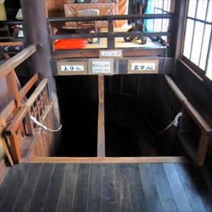謎の展覧会「ブラックボックス展」で女性の痴漢被害が多発