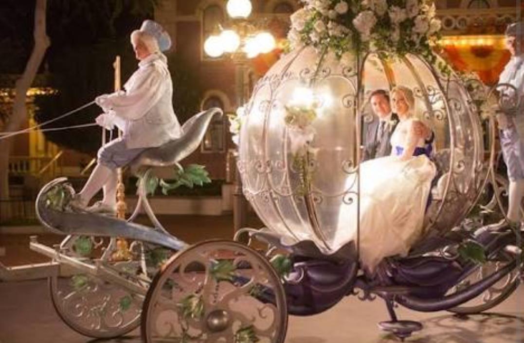 平愛梨は馬車を希望するも…長友佑都 披露宴前のナイスな状況判断 ゲストに気遣い