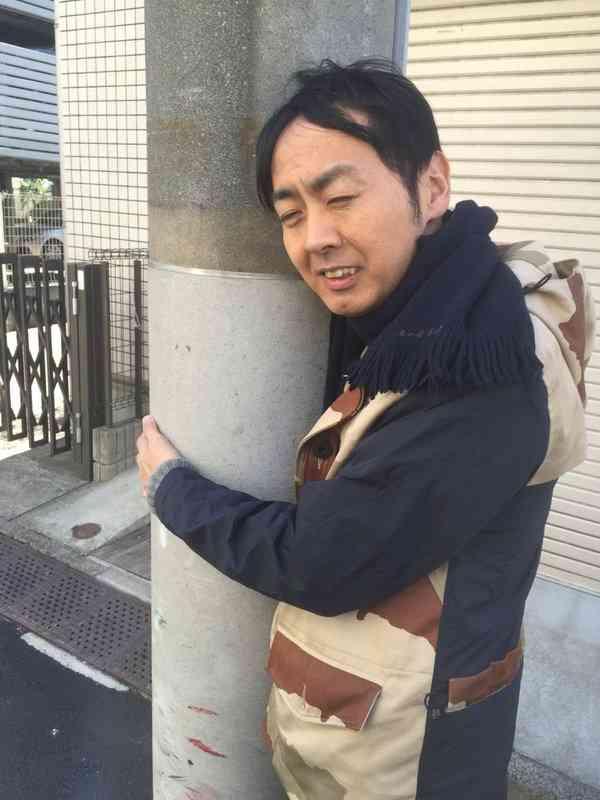 「キモい展」会場にアンガールズ田中卓志 本人が展示