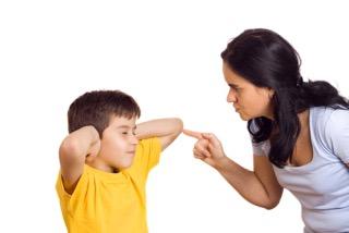 他人の子を叱れますか?