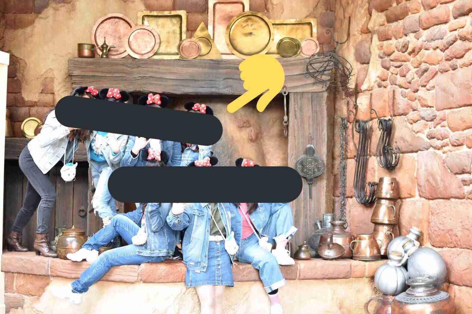 窓穴撮影に集団座り込み... インスタが助長するディズニー・マナーの劣化