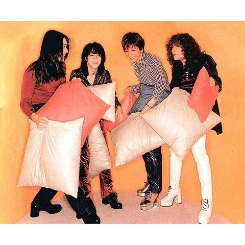THE YELLOW MONKEY吉井和哉、美輪明宏と11年ぶり再会&コラボに「感無量」 ベスト盤映像公開