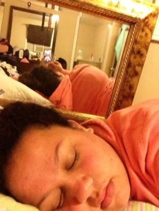 島崎遥香、ツイッターで寝顔公開 「誰が撮った?」ファンざわつく