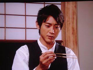 お箸、ちゃんと持てますか?