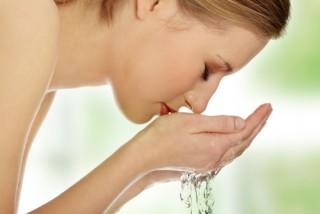 朝、どうやって顔を洗いますか?