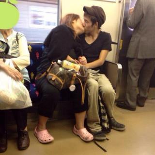 これはないわ…。男性が引いた「電車内の女子の姿」とは