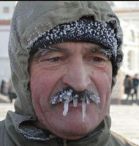 冷たい系の顔の人