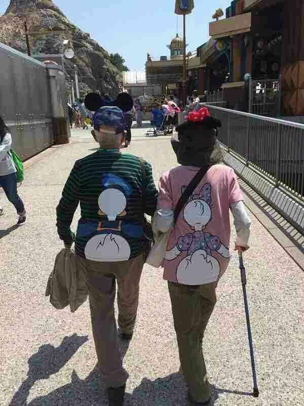 2人揃うと、めちゃ素敵!センス溢れる「ペアTシャツ」