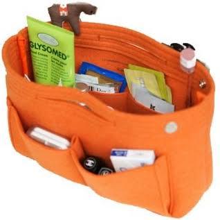 人のバッグの中身に興味ありますか?