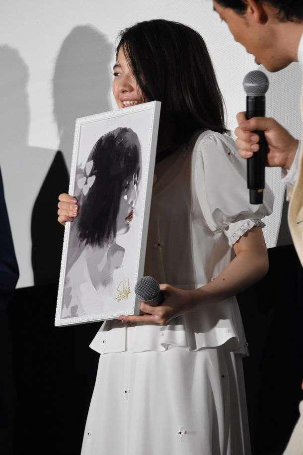 「東京喰種」鈴木伸之らキャストに石田スイのイラスト贈呈、大泉洋「お葬式で飾る!」